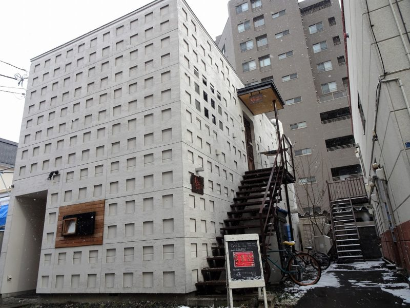 TAKU円山 スクエアが無数にならぶ スタイリッシュな外観