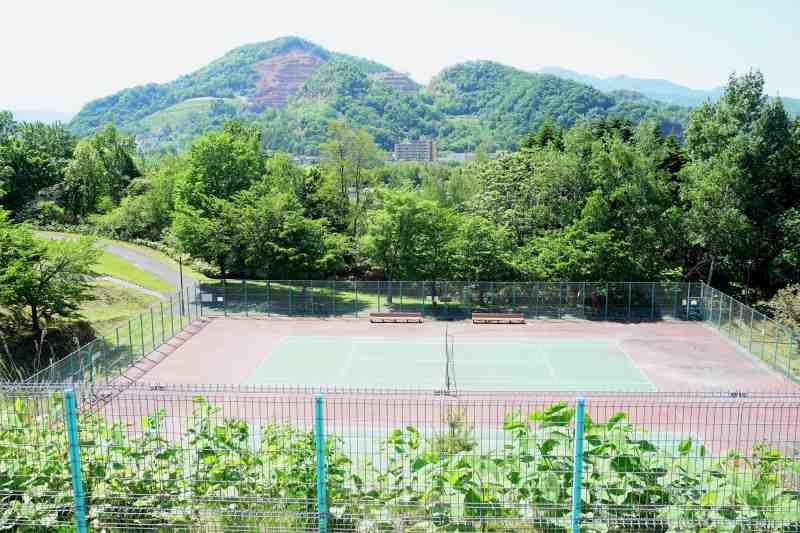 石山緑地のテニスコート