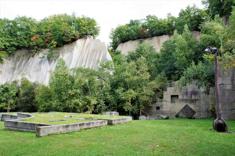 石山緑地の「午後の丘」