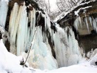 苫小牧の「七条大滝」を知っていますか?無数の巨大なつららが連なる圧巻な光景!?
