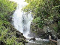 洞爺湖唯一の水の出口「壮瞥滝」は落差18mの大瀑布!キレイな散策路と半端ない滝の飛沫が魅力的!