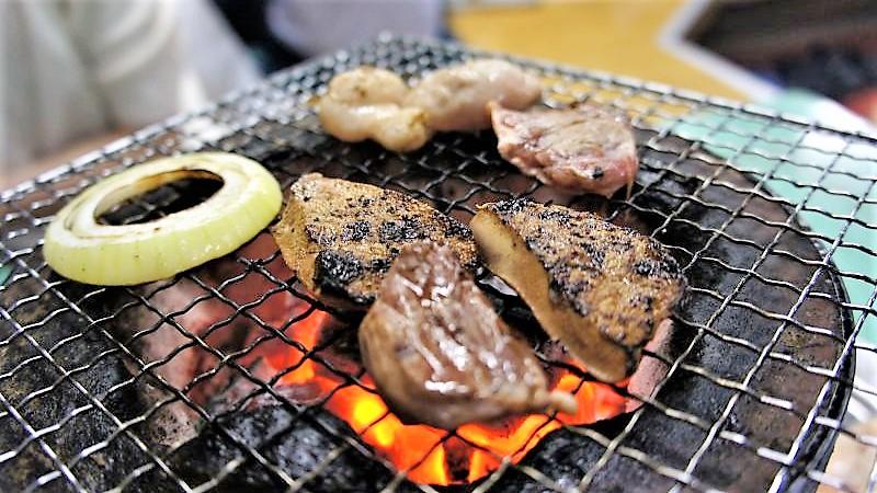 豚サガリと豚レバーを焼いていきます