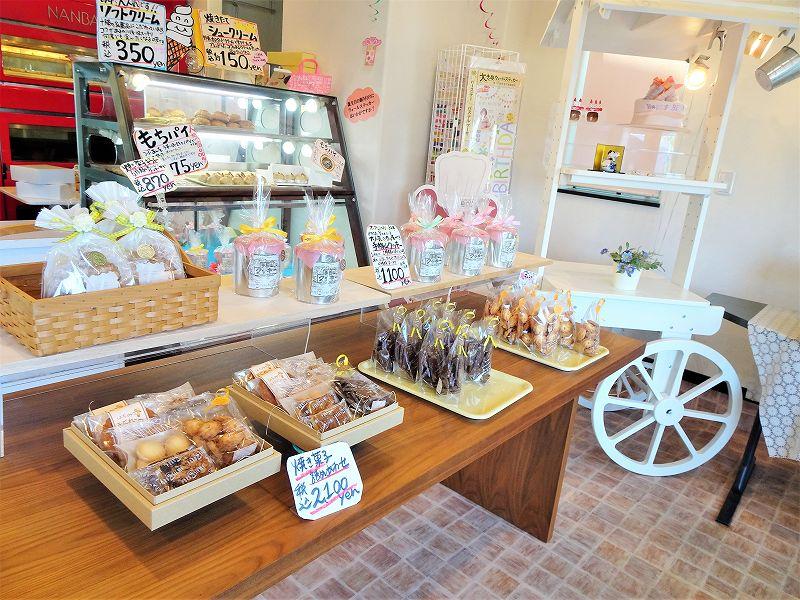POROSIENNE(ポロジェンヌ)/北海道札幌市手稲区 入ってすぐのスペースには焼き菓子が陳列されています