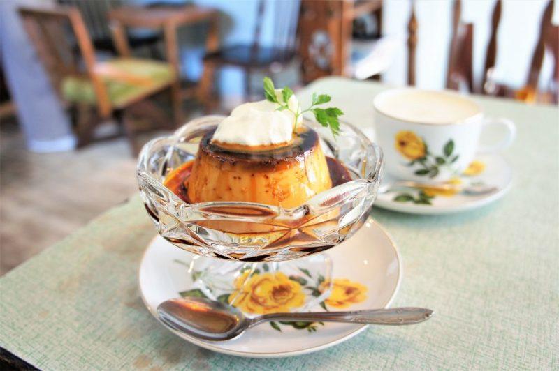 cafe pool(カフェプール)のきび砂糖のプリンとドリンク