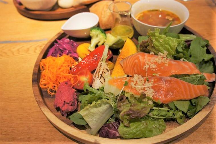 City Boy(シティボーイ)/札幌市中心部 本日のスープとパンがセットになる