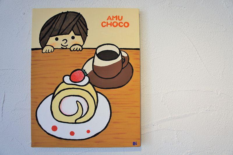 アムチョコをイメージしたかわいいイラストが壁に貼られている