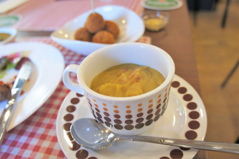 オランダ家庭料理のお店 STAMPPOT(スタンポット)/札幌市 ベースは青えんどう豆