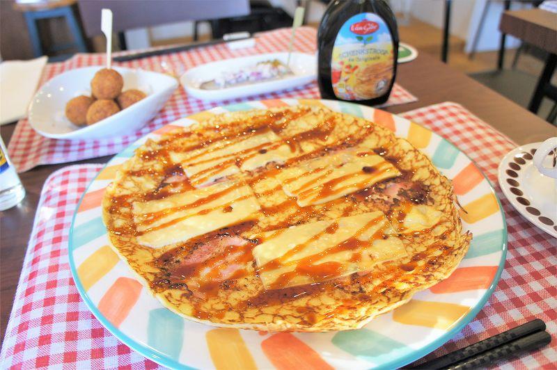 オランダ家庭料理のお店 STAMPPOT(スタンポット)/札幌市 現地から直輸入しているシュガーソースをかけて