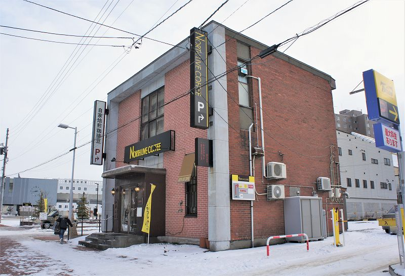 レンガの外観の「ノースライブコーヒー」の建物