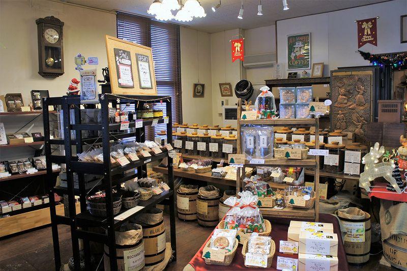 たくさんのコーヒー豆が並ぶ「ノースライブコーヒー」の店内