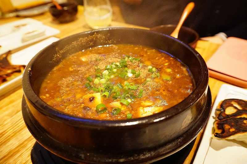 土鍋の中でいつまでもグツグツでアツアツ!麻婆豆腐 ぺーデー