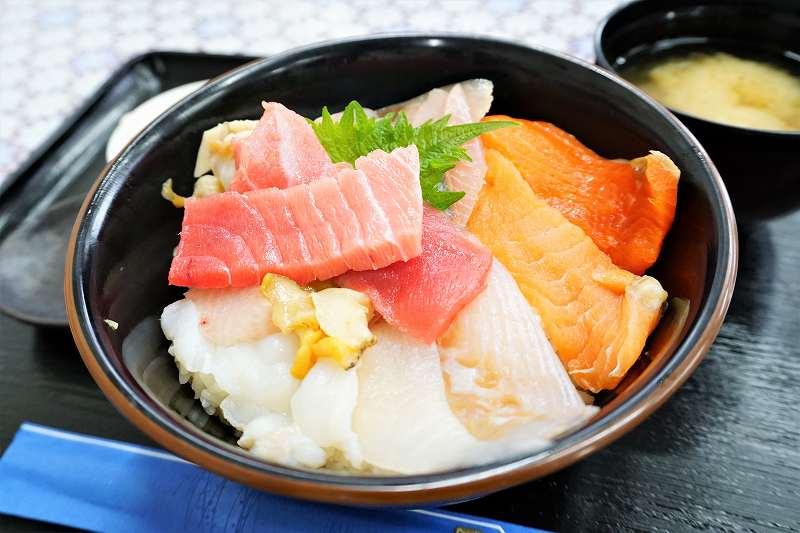 """リーズナブルに海鮮を食べたい時は""""海鮮丼""""がおすすめ"""