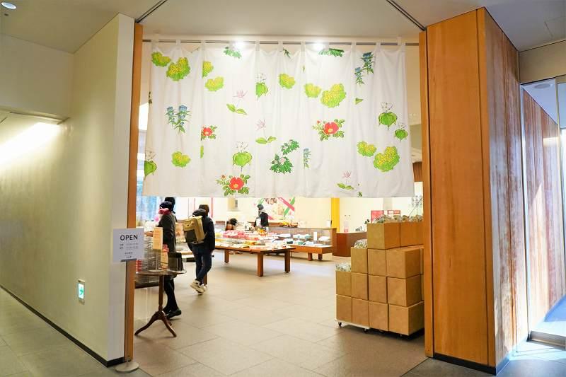 「六花亭 札幌本店」1階