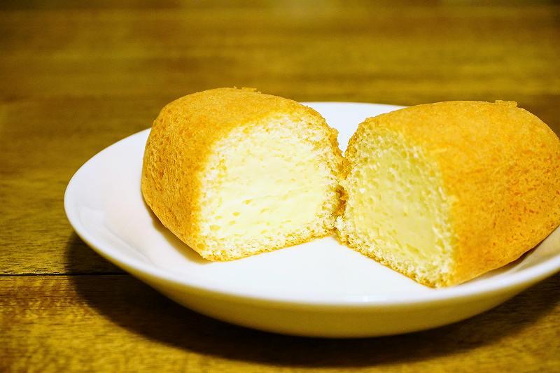 六花亭のSEA-FORM CAKE(シーフォームケーキ)カスタードの断面
