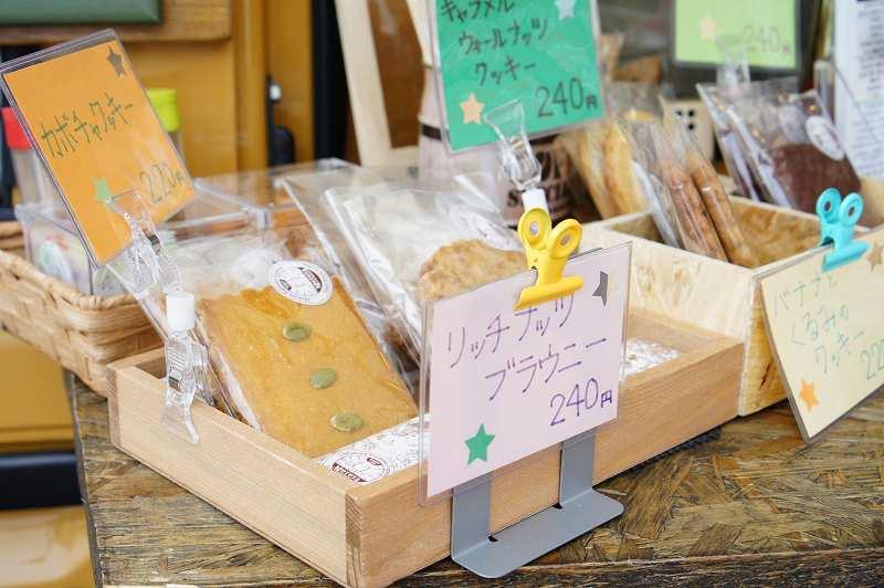 訪問時はクッキー、ビスコッティなど7種類の焼き菓子が並ぶ