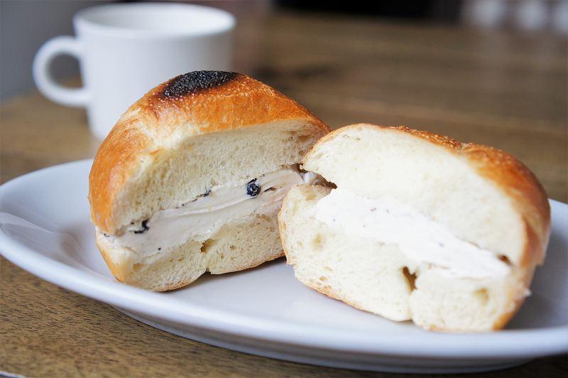 ブルーベリー&クリームチーズのサンド 300円