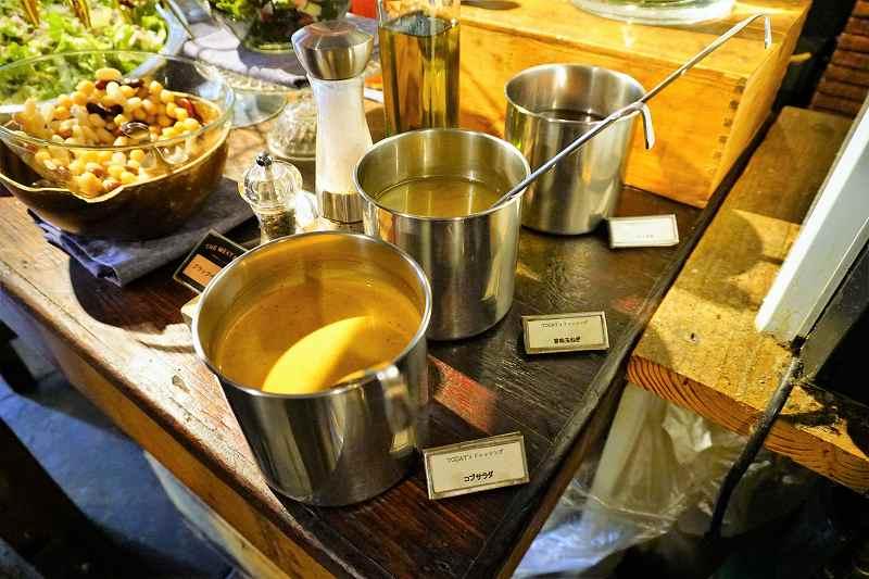 味付けはドレッシング3種、オリーブオイル、塩、ブラックペッパー