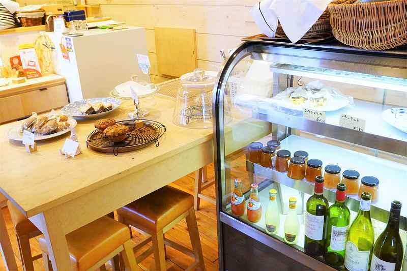 CAFE&BAKE Prunier(プルニエ)のベイクとケーキのショーケーす