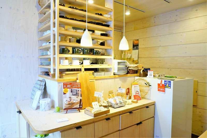 レジ付近には掲載された「札幌Cafe本」や「発見!タカトシランド」のステッカー