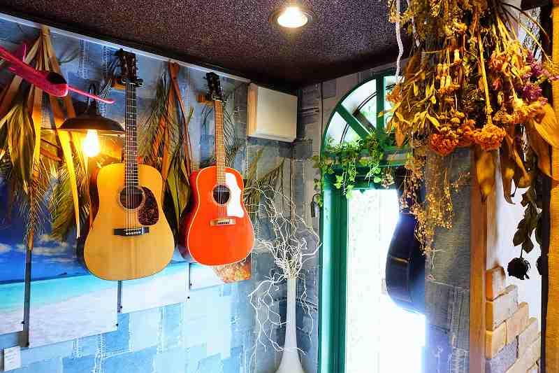 入口そばにはギター