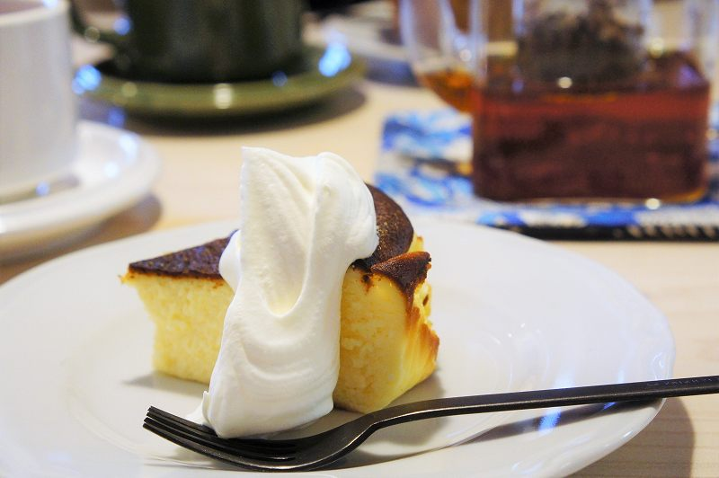 CAFE&BAKE Prunier(プルニエ)の北海道産素材でつくられた絶品バスクチーズケーキ