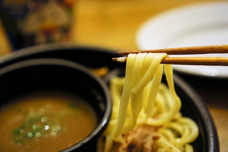 男旅とローソンがコラボ、青柳翔さん監修のつけ麺