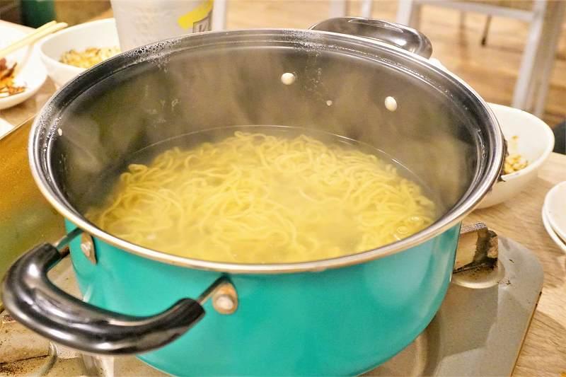つけ麺(1玉)が鍋で登場