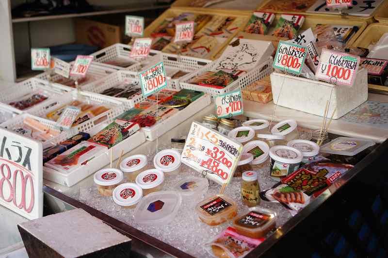 食事処 ながもりに併設される三浦商店の海鮮加工品売り場