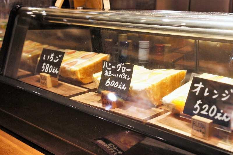 ROJIURA Café(ロジウラカフェ)の2月発売の「自家製パンケーキのフルーツサンド」