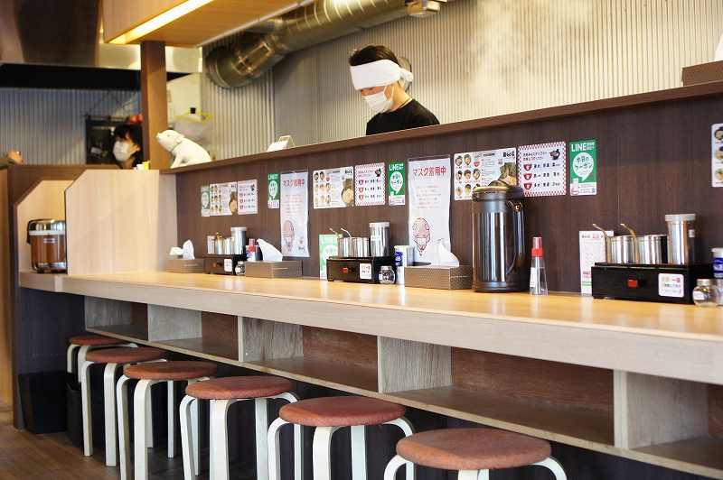 らーめん 麺GO家(メンゴヤ) 新琴似店のカウンター席と店主