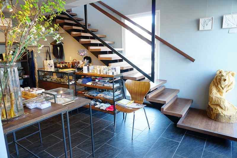 ZENIBAKO coffee(銭函珈琲)の階段