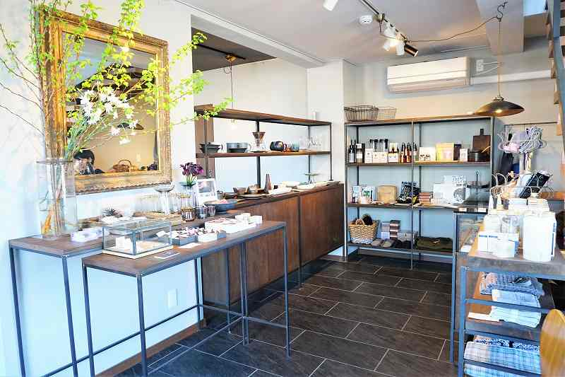 ZENIBAKO coffee(銭函珈琲)に併設するzenibako style shop & gallery