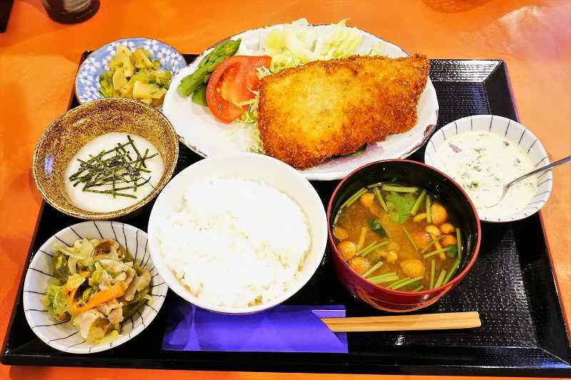 おばんざい座ぶとんのフライ定食(本マス)700円