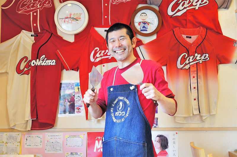 お好み焼きしずるの店主、広島県出身の 上向(うえむかい) 昇さん