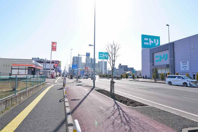 国道12号線沿いにあるセイコーマートとニトリ