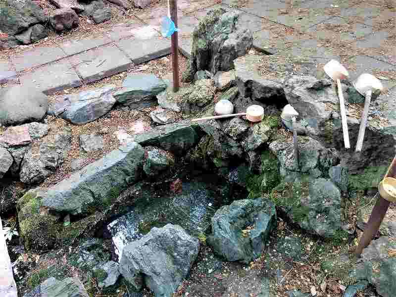 白石神社の湧水