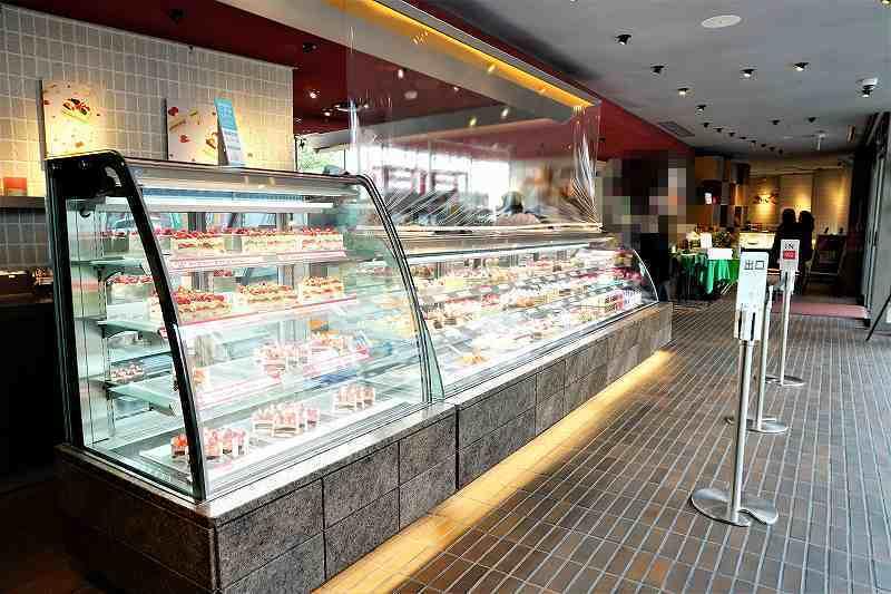 たくさんのケーキが並ぶ、きのとや 白石本店の店内の様子