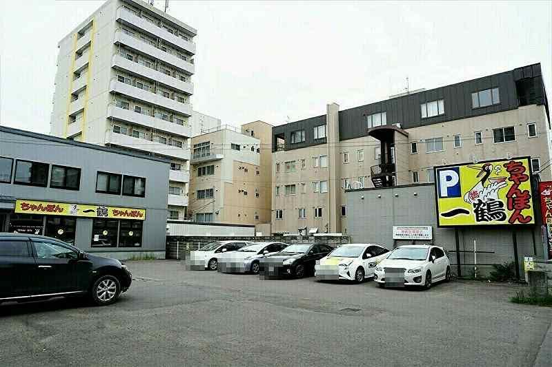 ちゃんぽん一鶴中の島店の店舗前駐車場は15台分