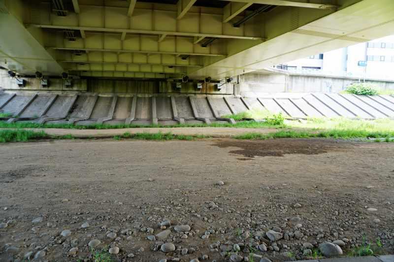 南19条大橋の橋の下