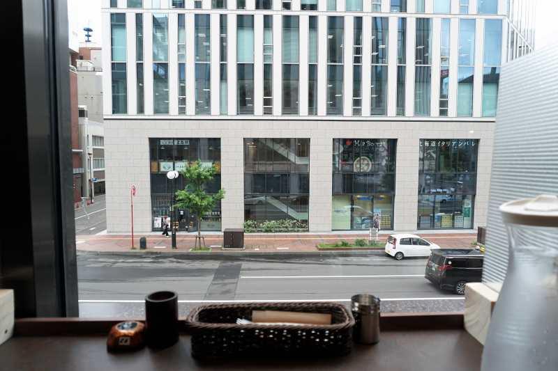 Soup Curry Suage(スアゲ)4 窓側のカウンター席からみた景色