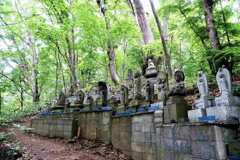 円山ルートに並ぶ観音像の数々