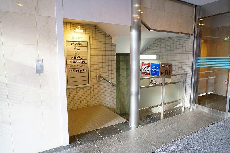ホクノー新札幌ビルの1階の下り階段
