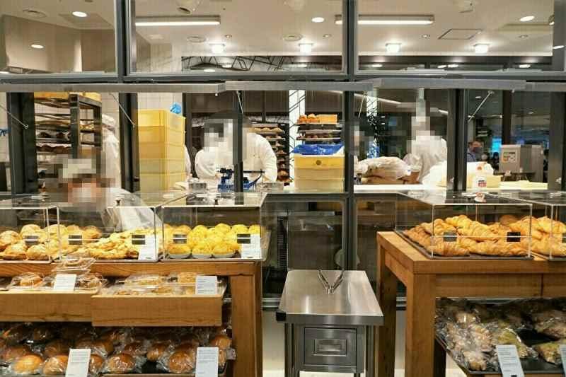 パン製造の様子が一目瞭然、ブールアンジュの店舗