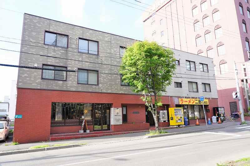 札幌ロースイーツ専門店 Petit Caco(プティカコ)が入るビルの外観