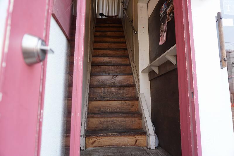 暁 AKATSUKI CURRY(あかつきカレー)に続く階段