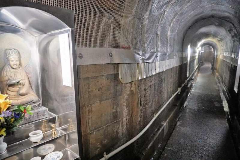 定山渓の岩戸観音堂の内部