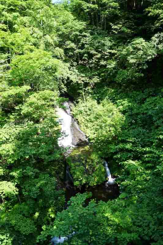 九段の滝の上部から中部