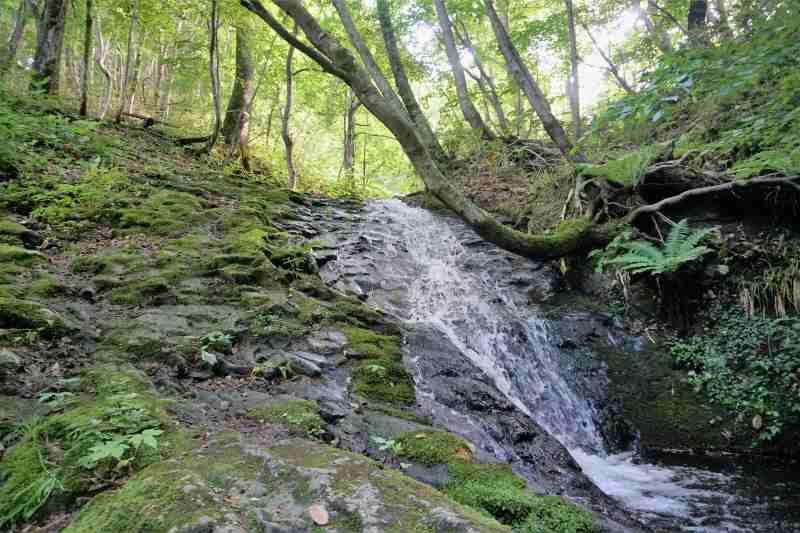 八垂別の滝の全景
