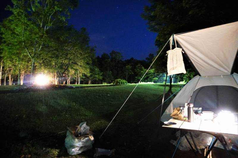 柏木地区レクリエーション施設の夜のテントサイト