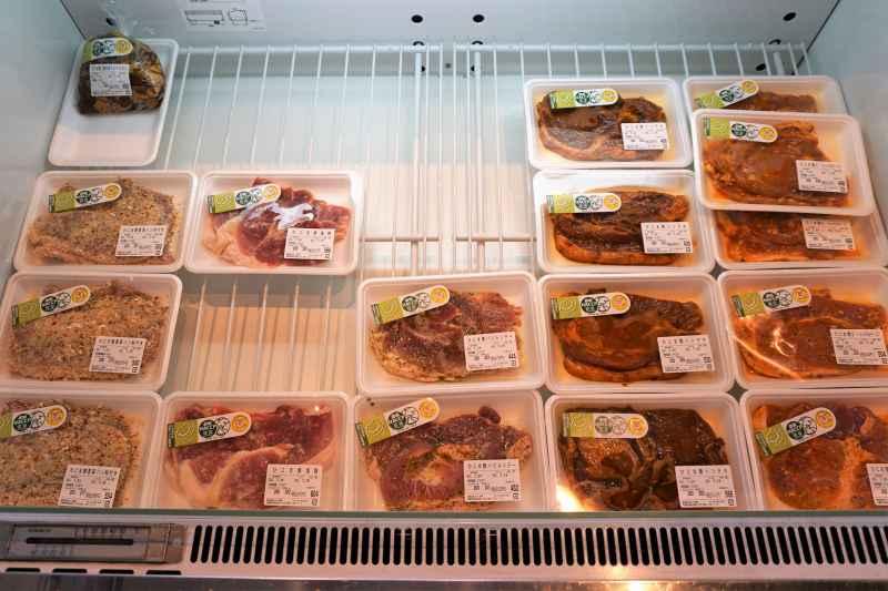 「ひこま豚食堂&精肉店Boodeli」の小分けされた肉